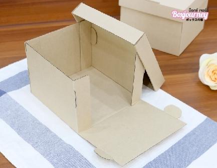 กล่องเค้กครึ่งปอนด์ ลูกฟูก 16x16x12 ซม.